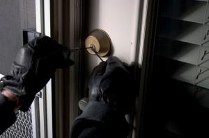 burglar-picking-lock-300x199